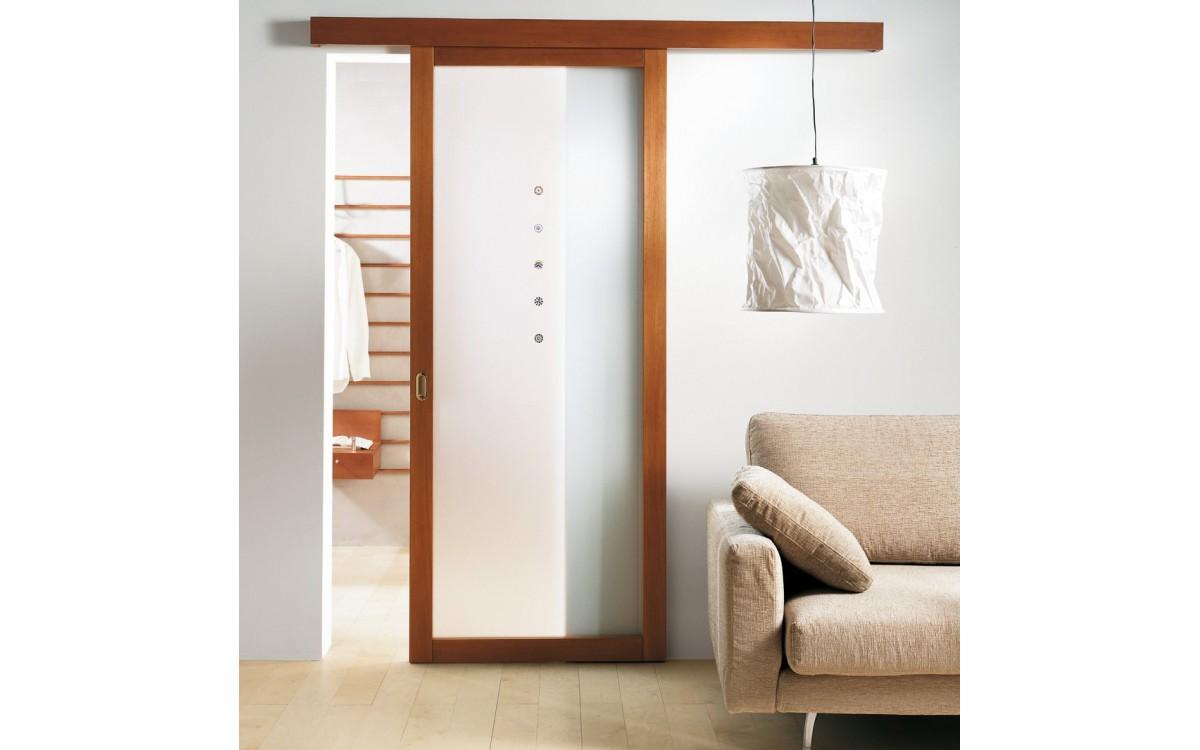 Двери с ПВХ-покрытием: особенности и характеристики